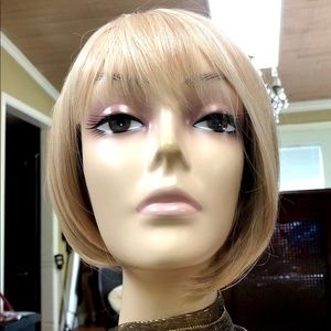 Gorgeous blond highlighted wig.